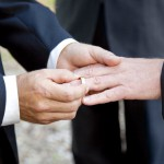 Gay Wedding Exchanging Rings-Article-201401131332